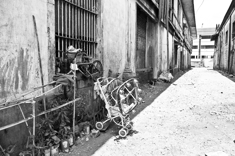 a bike and a stroller in an alley
